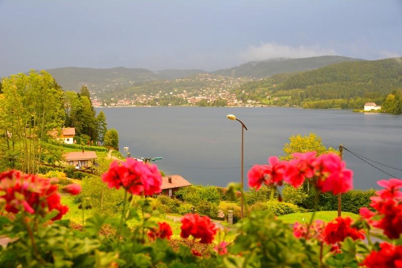 reflets du lac vue été hôtel 3 étoiles