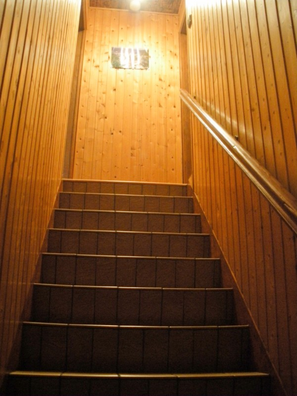 g0530-a208a-escalier-menant-a-la-chambre-883052
