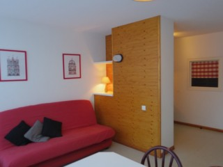 APPARTEMENT-LONG SEJOUR
